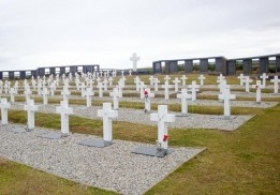 La Cruz Roja concluye la primera visita a Malvinas y el Gobierno prepara la lista de forenses para la misión