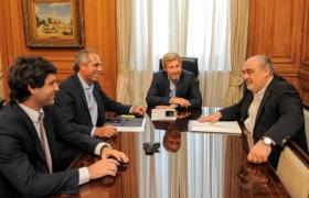 Caputo, Frigerio y cinco gobernadores viajan a Washington a gestionar créditos por u$s 120 millones