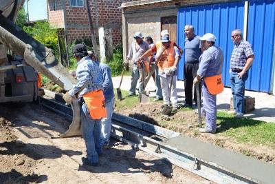 ESTE MARTES: El intendente Gerardo Bassi inaugura 800 metros de cordón cuneta en calle Santa Fe