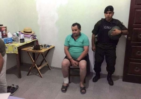 Difunden la foto del intendente Terán preso y esposado