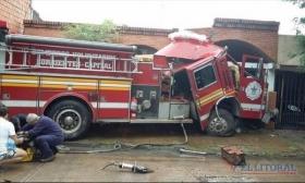 Corrientes: Murió una bombera voluntaria tras accidentarse la autobomba en la que iba