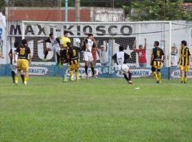 """SUPERCOPA: con el """"muleto"""" Central piso fuerte en Curuzú y venció 2-1 a Belgrano y clasificó a cuartos"""