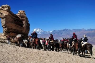 BICENTENARIO: Culmina el Cruce de los Andes, recreado por militares argentinos y chilenos