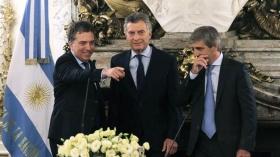 Mauricio Macri le tomó juramento a Nicolás Dujovne y a Luis Caputo