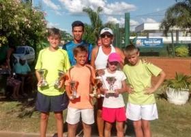 Tenistas goyanos ganaron en Curuzú Cuatiá