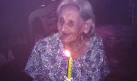 105 años con asado, vino tinto, mate amargo y cigarro