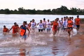 CIUDAD DEL DEPORTE: Goya celebra el éxito el 1er Triatlón de Adultos Mayores en la playa El Ingá
