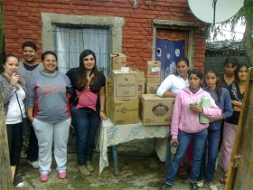 LA JUVENTUD DESARROLLISTA DE LA CIUDAD DE GOYA EN ACTO SOLIDARIO HIZO DONACIONES