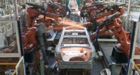según el INDEC, la industria se contrajo un 8%, su peor caída en 2016