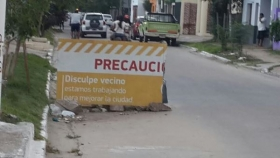 Vecinos preocupados por el hundimiento de la calle 9 de julio exigen solución al intendente Bassi