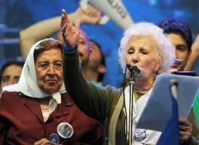 """Estela de Carlotto defendió a los Kirchner: """"No eran gente deshonesta, tienen mucha plata, pero eso no es robar"""""""