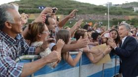 Macri visitó el festival de Jesús María y se animó a improvisar una payada