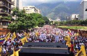 """LA OPOSICIÓN VENEZOLANA LLAMA A UNA HUELGA Y TOMA DISTANCIA DEL """"DIÁLOGO NACIONAL"""""""